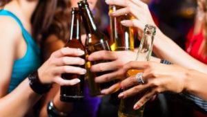 alcol adolescenza 300x169 - USO DI DROGHE IN ADOLESCENZA: EFFETTI NEGATIVI SUL CERVELLO